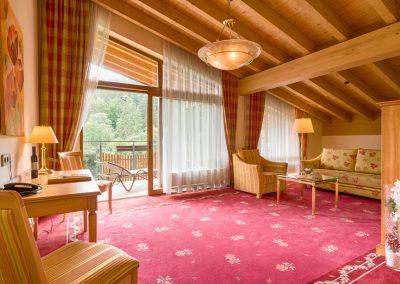 Großzügige Suite mit Wohnzimmer und Südbalkon