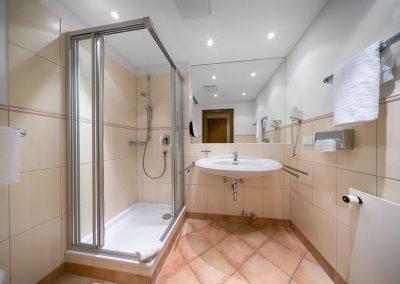 Bad-Doppelzimmer-Komfort
