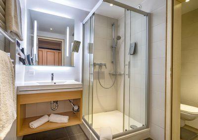 Doppelzimmer-mit-Bad-Komfort-Ausstattung