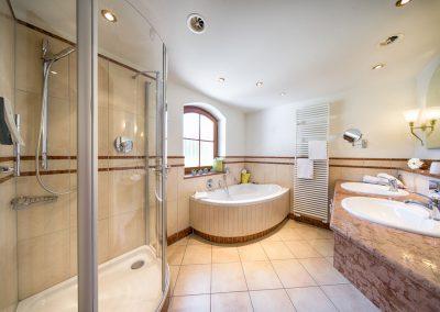 Juniorsuite-Badezimmer
