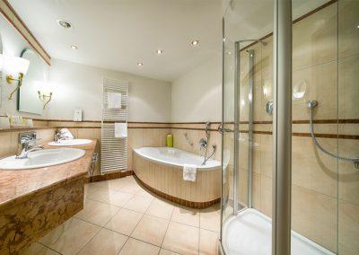 Juniorsuite mit großem Badezimmer