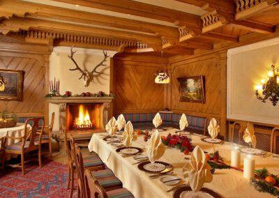 Mönchs Waldhotel Gastronomie gemütliches Kaminzimmer